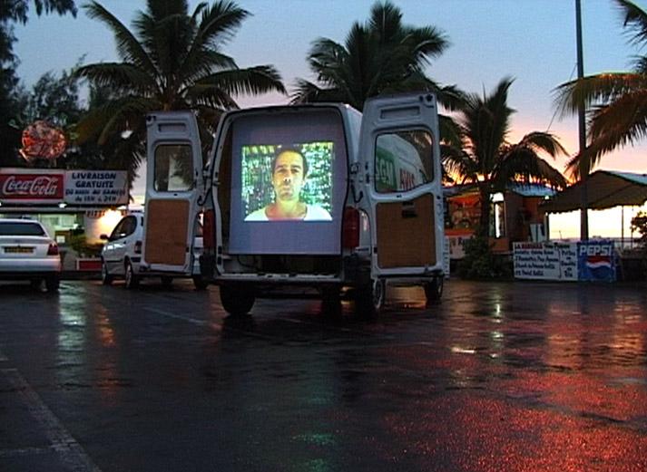 Road Island, installation vidéo / video installation, Frac Réunion, Saint-Paul, Réunion, 2003