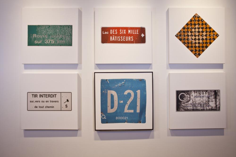 Hydro Cree, 2015. 6 prints on canvas / 6 impressions jet d'encre sur toile. 2 panneaux signalétiques sur poteau / 2 road signs on pole. 3 vidéos / videos. Caisson lumineux / light box.